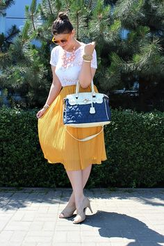 Pleated honey and lace