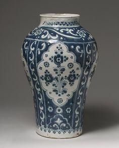 Jar (Tibor), probably 18th century Puebla Tin-enameled earthenware TALAVERA