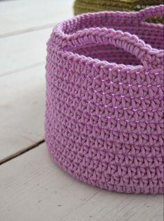 Ideas For Baby Crochet Basket Yarns Crochet Easter, Crochet Diy, Crochet Fabric, Fabric Yarn, Crochet Home, Crochet Crafts, Crochet Projects, Mochila Crochet, Knitting Patterns