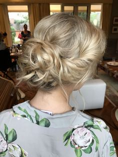 #bridalhair #blondeupdo #upstyle #softupdo #bun #softbun #femininehair #style #wedding #engaged #bridesmaid #updo #softupstyle #summerwedding #prettyhair #weddingmakeup