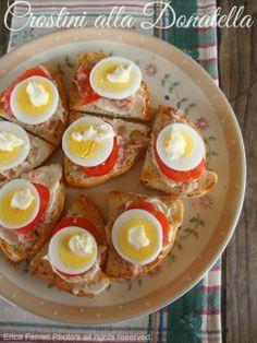 Donatella's canapes with egg and tuna - Crostini con uovo e tonno alla Donatella