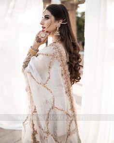 Beautiful Pakistani Dresses, Pakistani Wedding Dresses, Pakistani Outfits, Beautiful Dresses, Indian Outfits, Beautiful Bride, Nikkah Dress, Shadi Dresses, Designer Party Wear Dresses
