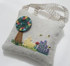 Gorgeous lavender bag, hand embroidered and with amazing vintage button. I've ordered one using the last button!