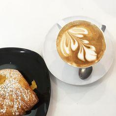 Cappuccino breakfast in Florence // @allafiorentina