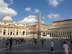 The Piazza San Pietro with St Peter's Basilica in the background Weekend In Rome, Long Weekend, Great Places, Places To See, Niagara Waterfall, Top 10 Tourist Destinations, Pompeii And Herculaneum, St Peters Basilica, Largest Waterfall