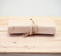 Love the leather books like this... want one for writings in the day to days of life with mataia