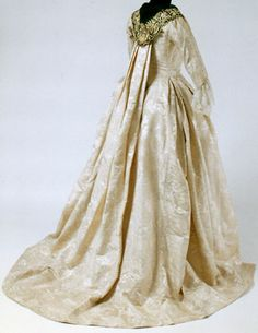 Ivory Moiré Silk Damask Open Robe  Continental robe à la française, c. 1775-80 he gown was subsequently altered around 1775-80 to update the shape of the bodice front and sleeves.