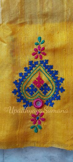 Kutchwork on silk saree - - Embroidery On Kurtis, Kurti Embroidery Design, Hand Embroidery Dress, Hand Embroidery Videos, Embroidery Stitches Tutorial, Embroidery Works, Embroidery Saree, Neckline Designs, Fancy Blouse Designs
