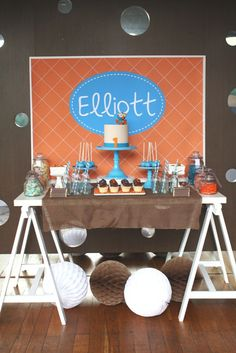Elliott's giggle and hoot sweets table by mon tresor & couture cupcakes and cookies. Kids Birthday Themes, First Birthday Parties, Boy Birthday, First Birthdays, Vintage Dessert Tables, Milk Glass Cake Stand, Tissue Paper Decorations, Dessert Presentation, Cupcake Cookies