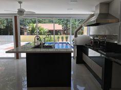 Projeto e obra Pardini Arquitetura - Ilha gourmet cozinha residencial executados no granito são gabriel e branco prime.
