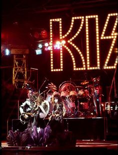 Kiss Destroyer Tour | The Spirit Of '76 tour saw the second KISS tour-book come alive!
