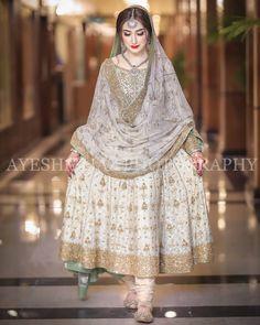 Nikkah bride Source by dress Pakistani Fancy Dresses, Pakistani Fashion Party Wear, Nikkah Dress, Shadi Dresses, Pakistani Wedding Outfits, Bridal Dress Design, Pakistani Bridal Wear, Wedding Dresses For Girls, Pakistani Wedding Dresses