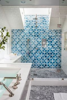 Blue patterned shower tile via House of Turquoise & Massucco Warner Miller Interior Design Related posts:Tonya Smith's Portland Home Is Full Of Vintage VibesRelated ImageGet Ready To Be Inspired By These Industrial House Of Turquoise, Turquoise Tile, Turquoise Bathroom, Turquoise Room, Bad Inspiration, Bathroom Inspiration, Bathroom Ideas, Bathroom Interior, Bathroom Renovations