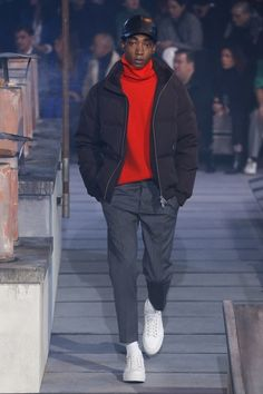 The complete Ami Fall 2018 Menswear fashion show now on Vogue Runway.