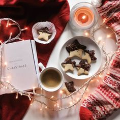 Lazy Sundays are my way of fully experiencing the Christmas days. Take the time off, sleep some more, just relax and breathe. Christmas Mood, Pink Christmas, All Things Christmas, Vintage Christmas, Merry Christmas, Christmas Gifts, Christmas 2019, Chocolate Navidad, Christmas Photography