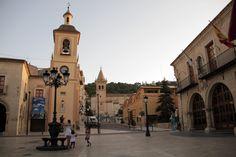 "plaza del ayuntamiento , reloj e iglesia ""vieja"""