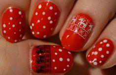 Reindeer manicure via @beautybymissl  #manicure #nails #notd #reindeer #dotticure