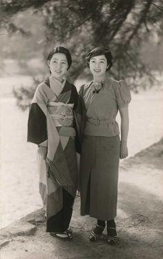 clipout: 1938, Japan. 着物、洋服を着た日本女性 1938年1月号 MARY A. NOURSE - 日経ナショナルジオグラフィック社『ナショナルジオグラフィックが見た 日本の100年』より