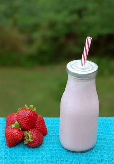 "Fresh Strawberry Vegan ""No Ice Cream"" Shake and My Dream Kitchen Redo   HealthySlowCooking.com   @Frigidaire @Lowes #sponsored"