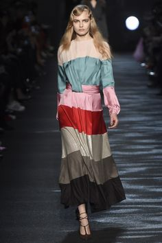 Blumarine Fall 2016 Ready-to-Wear Collection Photos - Vogue Look Fashion, Fashion Details, Runway Fashion, Fashion Models, High Fashion, Fashion Show, Autumn Fashion, Womens Fashion, Fashion Design