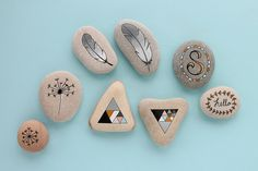 I actually picked up these pebbles from the beach over the summer, with the intention of painting them with the kids. Pebble Painting, Pebble Art, Stone Painting, Rock Painting, Painted Flower Pots, Painted Pebbles, Painted Stones, Drawing Rocks, Rainbow Loom Charms