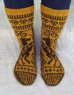 Horse pattern from Jorid Linviks Lucky horse mittens. Knitting Charts, Knitting Socks, Knitting Patterns, Knit Socks, Lots Of Socks, Horse Pattern, Knitting Projects, Fiber Art, Mittens