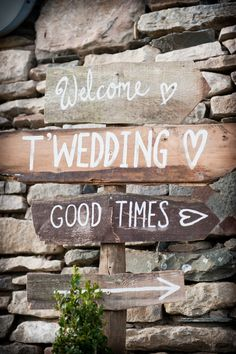 7 quirky wedding signs spotted at real-life weddings