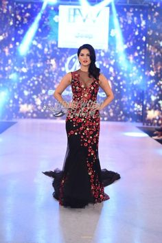 Exclusive pictures of all the Bollywood celebrities who walked as showstoppers on IBFW Day 3 - Sunny Leone, Gauhar Khan, Daisy Shah, Rhea Chakraborty! Indian Celebrities, Bollywood Celebrities, Bollywood Fashion, Bollywood Actress, Lehenga Gown, Anarkali Dress, Gauhar Khan, Stylish Sarees, Ao Dai