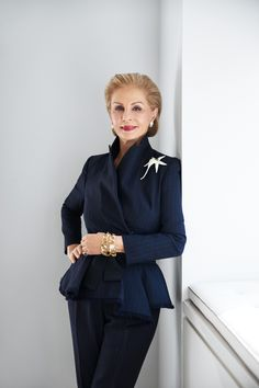 "Carolina Herrera is a Venezuelan fashion designer known for ""exceptional personal style"", and for dressing various First Ladies including Jacqueline Onassis, Laura Bush, and Michelle Obama. Carolina became well known for her dramatic style. Fashion Over 50, Fashion Looks, Professional Headshots Women, Givenchy, Valentino, Carolina Herrera Dresses, Lesage, Elsa Peretti, Advanced Style"