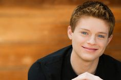 "Interview with Sean Berdy, Star of ABC Family's ""Switched at Birth"" Famous Books, Famous Men, Sean Berdy, Geek News, People Of Interest, Abc Family, Love To Meet, Celebs, Celebrities"