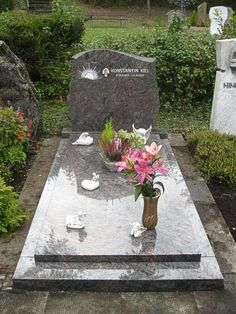 Kiel-2 Cemetery Decorations, Stepping Stones, Patio, Funeral, Outdoor Decor, Grave Decorations, Trendy Tree, Urn, Stones