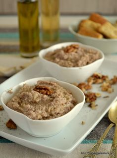 Skordalia is a garlicky potato dip. This variation with bread and walnuts is insanely delicious! Greek Recipes, Whole Food Recipes, Vegan Recipes, Vegan Greek, Unprocessed Food, Fall Crafts For Kids, Recipe Search, Vegan Vegetarian, Vegan Food
