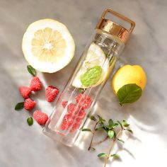 The Most Powerful Detox: Cucumber Water Detox Lemon Mint Water, Mint Detox Water, Cucumber Detox Water, Cucumber Water Benefits, Fruit Benefits, Fruit Infused Water, Infused Water Bottle, Water Recipes, Yummy Drinks