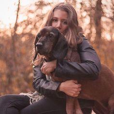 Love your dog    #bokehlicious #blondegirls #sonnenuntergang #hundefotografie  #fotografin #neuertag #cutedog #dogandowner #blondehair #bayerischergebirgsschweisshund #bracke #bavarianmountain #Jagdhunde #jagdhund
