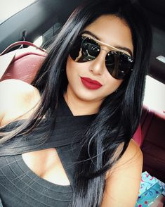 Designer Sunglasses for Women. Checkout the Best Sunglasses to Match with Your Outfit. Girl With Sunglasses, Luxury Sunglasses, Ray Ban Sunglasses, Sunglasses Women, Sunglasses Storage, Costa Sunglasses, Summer Sunglasses, Vintage Sunglasses, Lunette Style