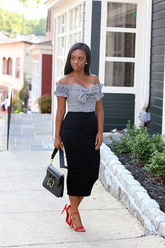 Bow Gingham | www.prissysavvy.com | Bloglovin' Classic Outfits, Stylish Outfits, Cool Outfits, Skirt Pic, Professional Wardrobe, Business Professional, Skirt Outfits, Elegant Dresses, Pretty Outfits