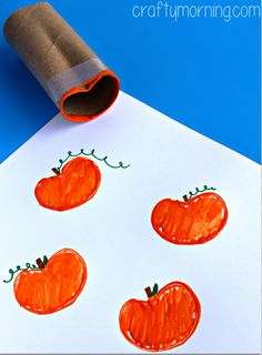 Have your kids make a toilet paper roll pumpkin stamping craft! All you need is a recycled toilet roll, paint, and markers. It's a great halloween/ fall craft for kids to make by themselves.