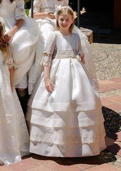 Diseño y confección artesanal de moda infantil y juvenil. Especialistas en vestidos para comunión, arras y bautizos