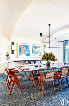 In Kourtney Kardashian's Calabasas, California, home, Martyn Lawrence Bullard placed a bespoke table and a suite of vintage Pierre Jeanneret chairs from JF Chen under a José Esteves chandelier in the dining room. Pierre Jeanneret, Casa Kardashian, Kardashian Photos, Kardashian Style, Kardashian Jenner, Home Interior, Interior Design, Mansion Interior, Mid-century Modern