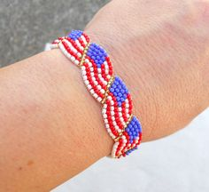 Flag bracelet out of seed beads