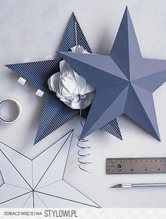 The traditional Christmas star becomes a shimmering beacon when coated with silver glitter and outlined with wired tinsel roping. Handmade Christmas Decorations, Diy Christmas Tree, Valentine Decorations, Christmas Pictures, Holiday Ornaments, Diy And Crafts, Christmas Crafts, Arts And Crafts, Paper Crafts