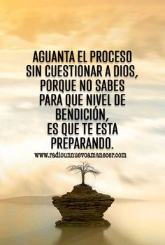 Hold the process without questioning God. He has better plans for us, Faith Quotes, Wisdom Quotes, Words Quotes, Bible Quotes, Spanish Inspirational Quotes, Spanish Quotes, Prayers Of Gratitude, Faith Scripture, Morning Greetings Quotes