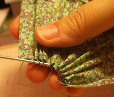 Kendra's Minis: TUTORIAL Christmas Market Stall - Skirt (Curtains with curtain rings)