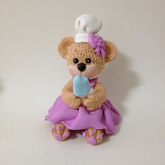 Ursinha Confeiteira em biscuit modelada à mão por Le Biscuit Denise Marrach denisemarrach@hotmail.com Whatsapp: 19-99763-9570 e 19-99602-8897