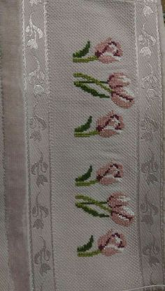 This Pin was discovered by Son Cross Stitch Boarders, Just Cross Stitch, Beaded Cross Stitch, Cross Stitch Flowers, Cross Stitch Designs, Cross Stitching, Cross Stitch Embroidery, Hand Embroidery, Cross Stitch Patterns