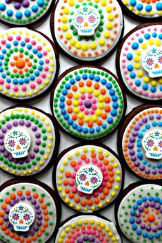The swirls of colorful dots on Dia de los Muertos Sugar Cookies are inspired by the festive, cut-paper banners that decorate the holiday alters in Mexico! Easy to make, beautiful to look at, and delicious to eat! | themondaybox.com #diadelosmuertos #halloween #sugarcookie