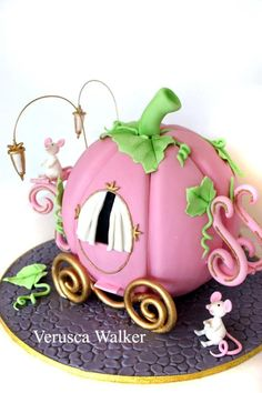 Adorable pink pumpkin carriage cake from Verusca Walker. Gorgeous Cakes, Pretty Cakes, Cute Cakes, Amazing Cakes, Fondant Cakes, Cupcake Cakes, Carriage Cake, Pumpkin Carriage, Bolo Halloween