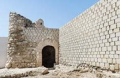 14th century castle restoration, spain [estudio lopez osorio]