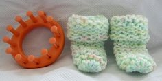 Loom knit baby booties  Some other good ideas on this pin!