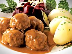 A meatball stew-Ragoût de boulettes Dumplings stew – Cooking recipes, tricks and tips – Canal Vie - Meatball Stew, Meatball Recipes, Pork Recipes, Cooking Recipes, Recipies, Healthy Recipes, Canadian Cuisine, Canadian Food, Canadian Culture